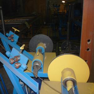 Серийный станок для изготовления рабицы с улучшенной конструкцией.