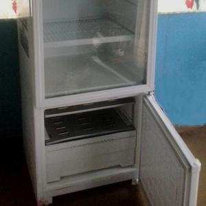 Продам вертикальную холодильную витрину